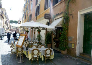 Il Papalino's outdoor seating on the Borgo (unknown photographer).